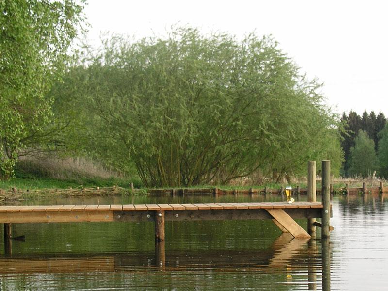 Der Steg am Teich der Rübenburg