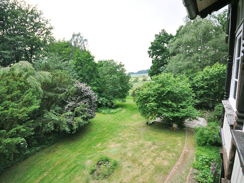 Ausblick auf den Garten der Villa Rübenburg.